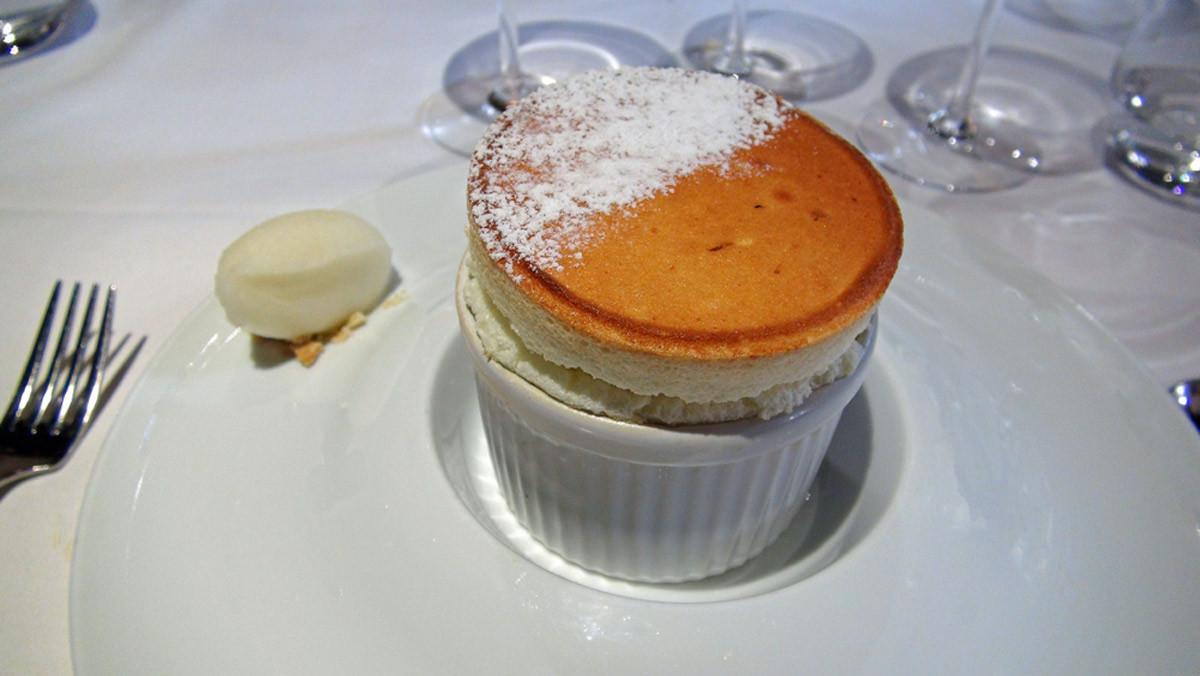 Soufflé chaud bergamote, sorbet citron de Menton