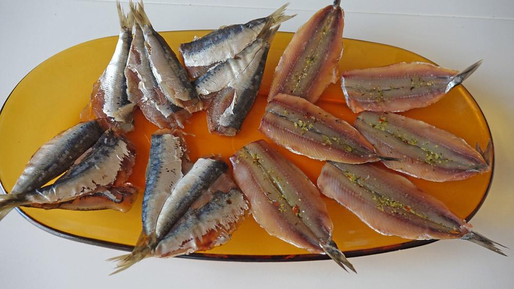 Produits achetés, anchois et sardines fumés, et dégustés !