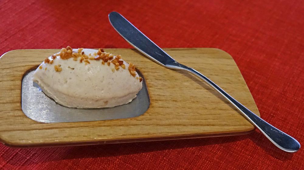 Crème de baratte montée avec de la farine de châtaigne