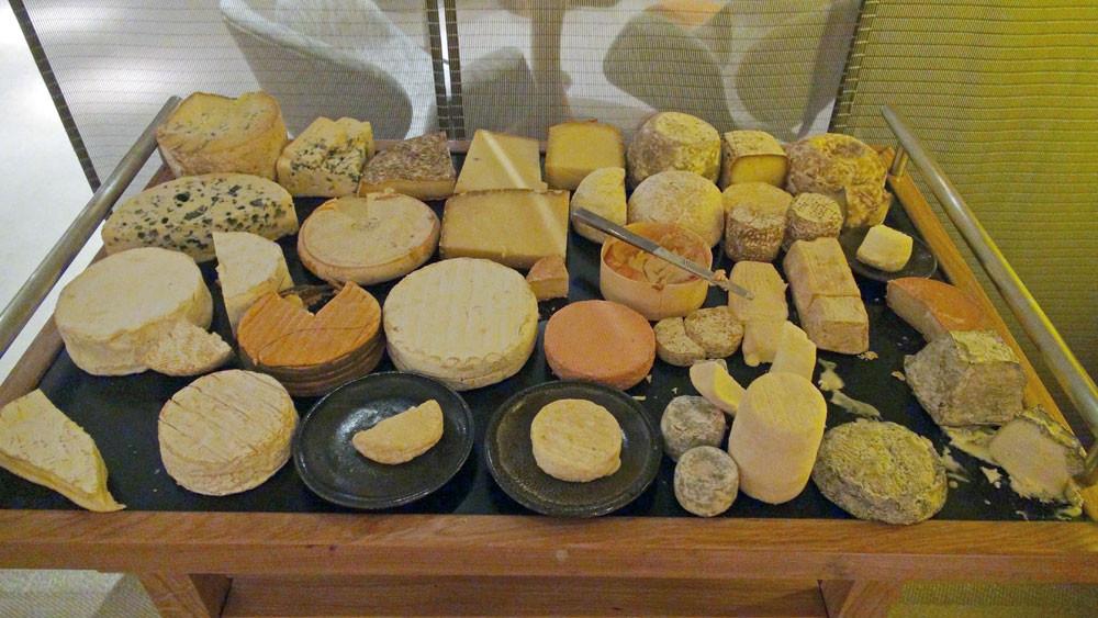Le plateau de fromages (il y en a 2), non pris