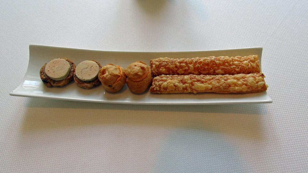 Allumette au fromage, Gougère à la crème de Parmesan et Toast au foie gras