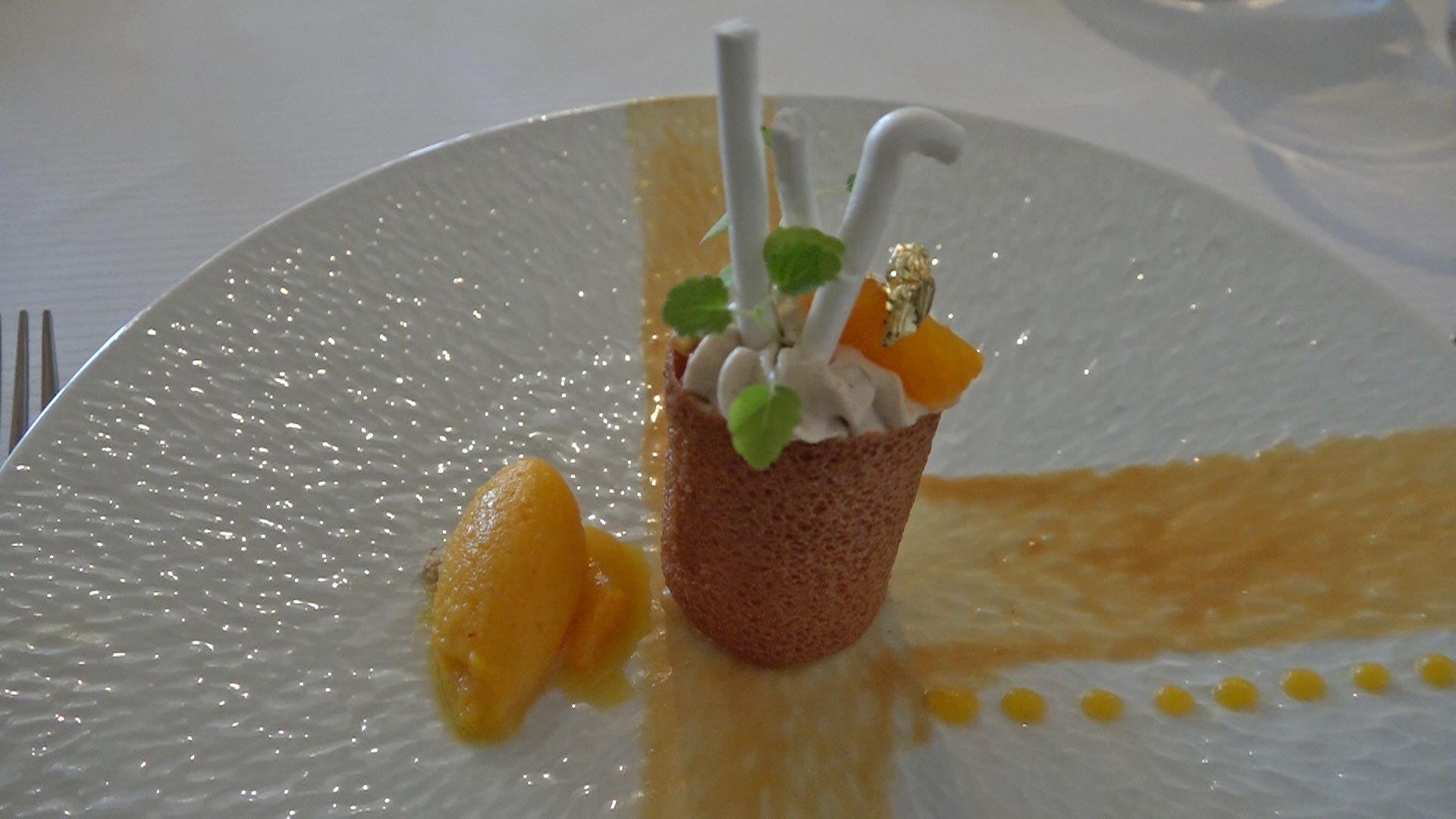 Clémentine au safran « Cœur Val de Loire » | tube croustillant | marron | meringues | mangues ananas | sorbet clémentine
