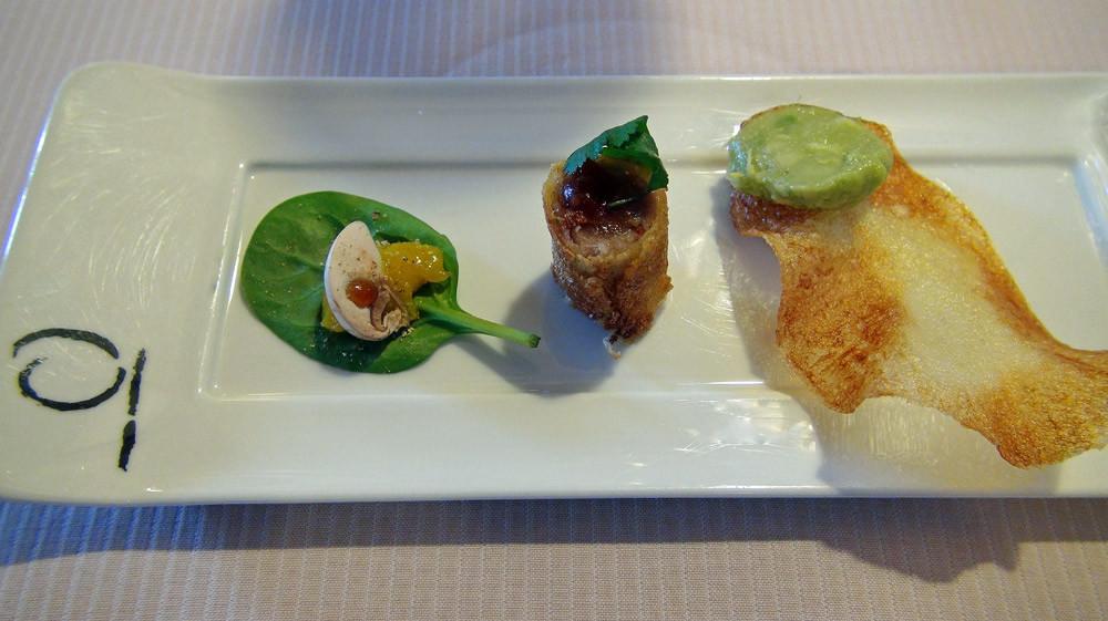 Feuille d'épinard, champignon de Paris sauce soja au yuzu - Nem de thon, sauce aigre-douce - Chips & crème d'avocat