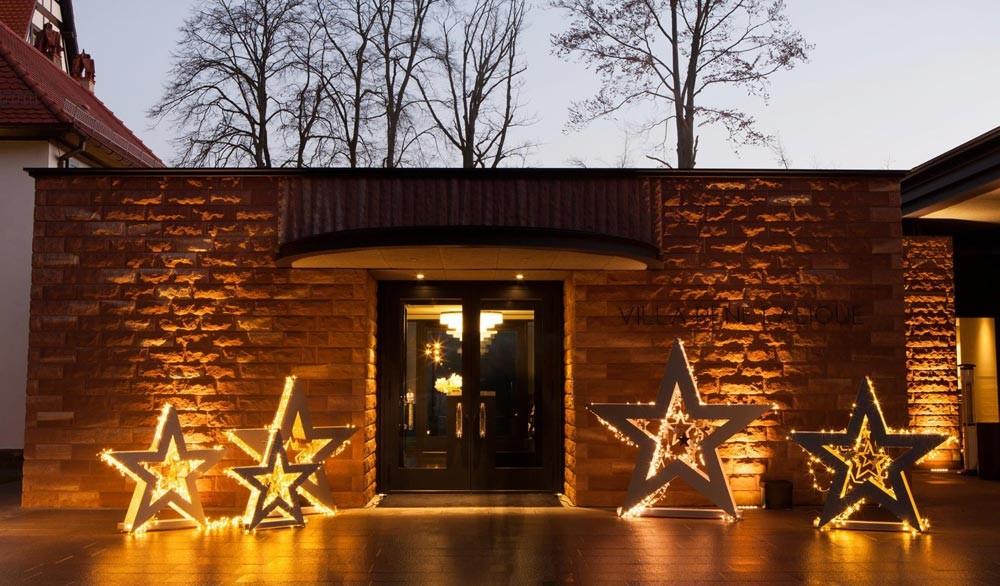 L'entrée, le soir - Crédit photo Facebook Lalique
