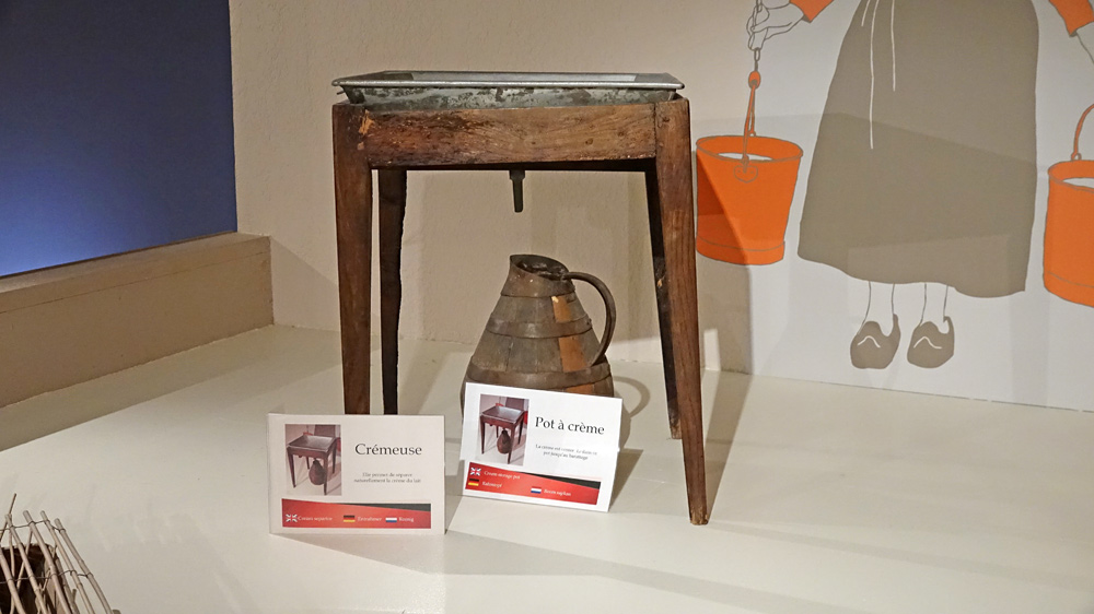 Vieux outils et matériels exposés dans le musée
