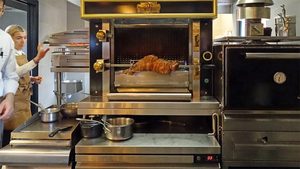 """La cuisine et sa """"broche"""""""