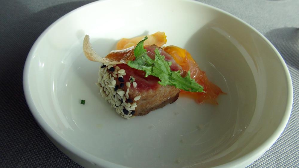 Patience : Pavé de thon pané aux graines de sésame, carotte et pamplemousse