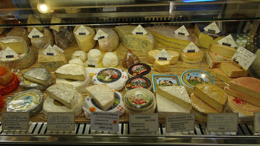 Montbriac (pasteurisé), Coulommiers, Reblochon, Camembert de Normandie (Ferme de Saint-Loup), Livarot et Pont l'Evêque (au lait thermisé !), Munster et Epoisses (au lait cru) ...