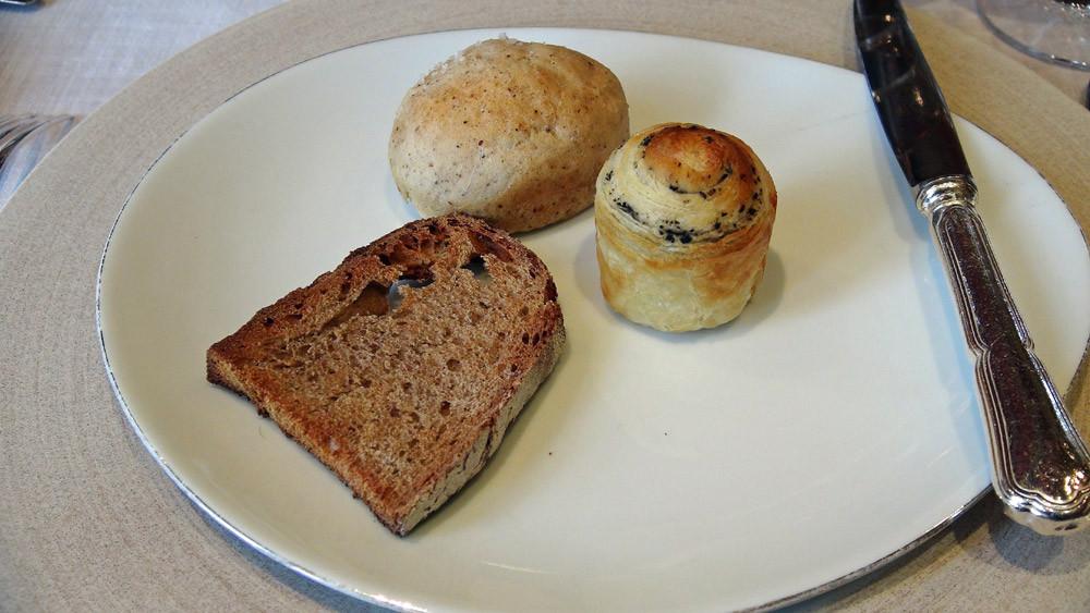 Petits pains au tourteau de noix et d'autres à la fleur de sel