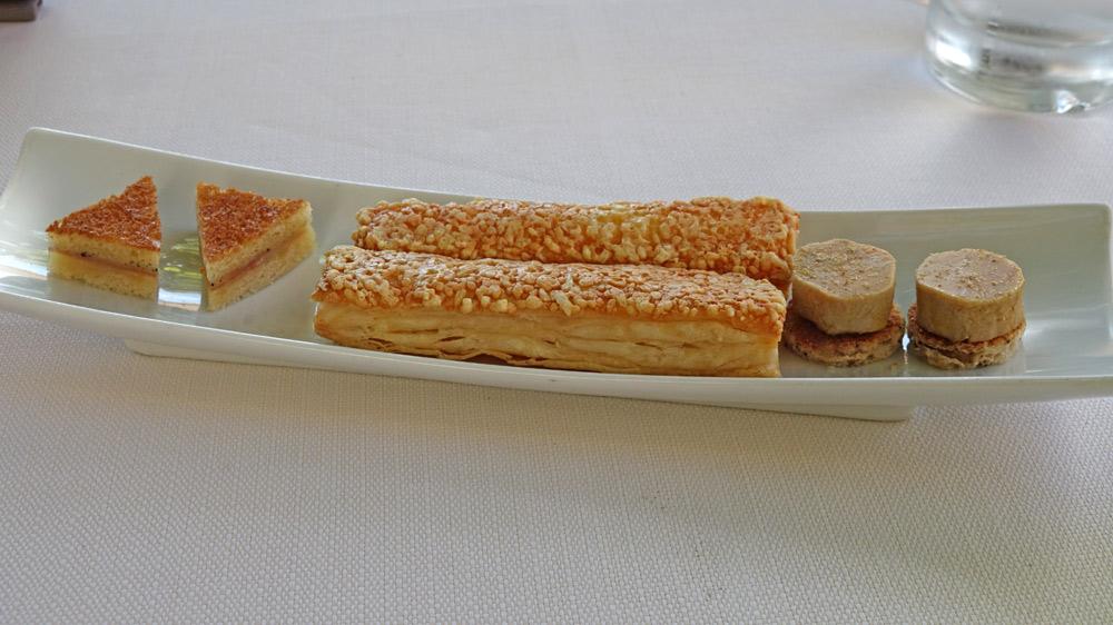 Amuse-bouche : Croque-monsieur à la truffe - Allumette emmenthal - Petit toast de foie gras