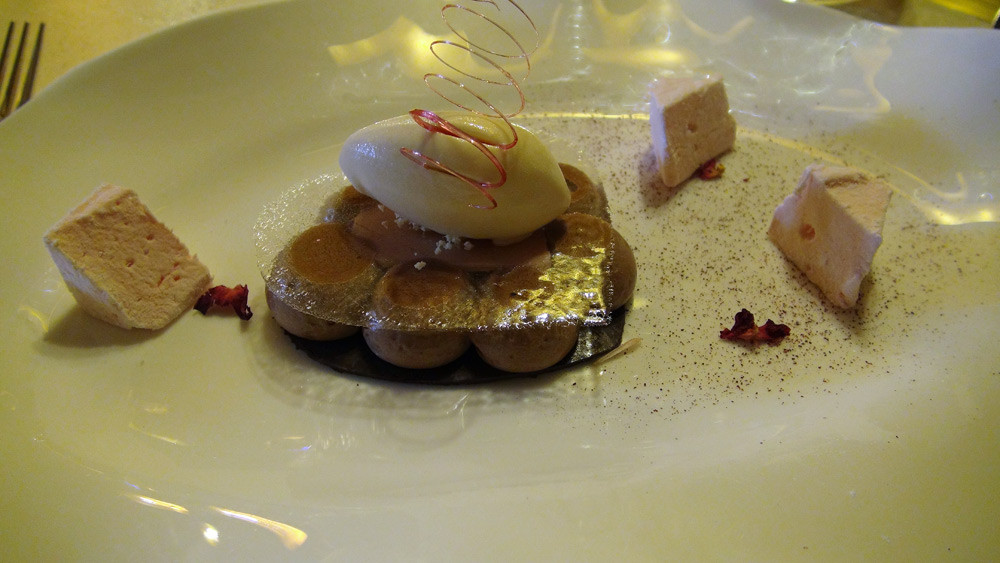 Choco'caramel, croustillant caramel, cœur chocolat caramel au thé, glace au sirop d'érable