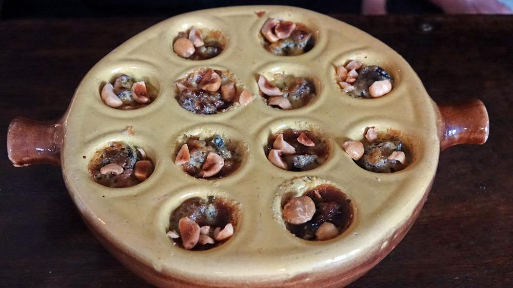12 escargots, beurre d'aromates et noisettes grillées (supplément de 3 € 00)