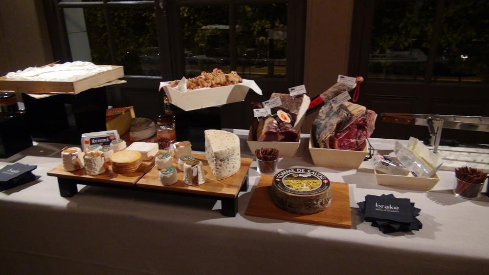 Le buffet, avant l'arrivée des invités du 2ème balcon