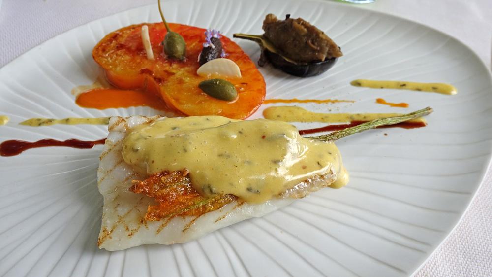 Le même, nappé avec la sauce béarnaise épicée