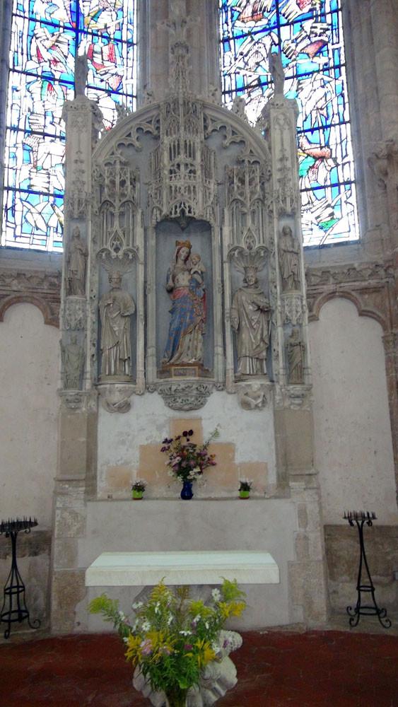 Egise de Larchant : partie sauvegardée et son autel