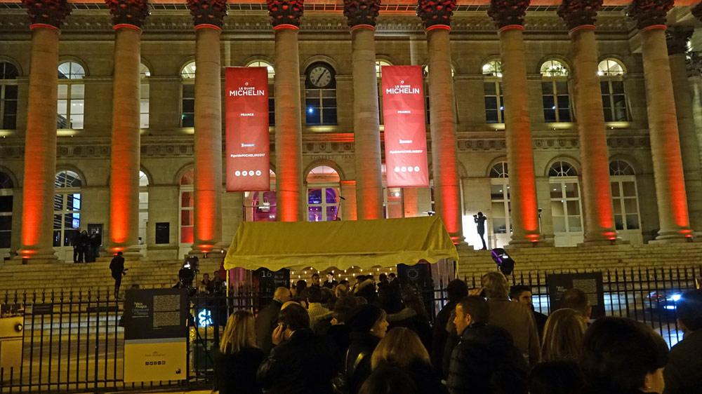 Le Palais Brongniart vers 19 heures