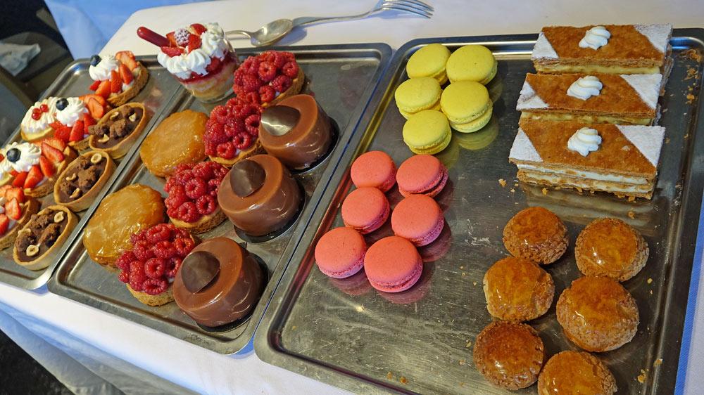 Le chariot des desserts à notre table