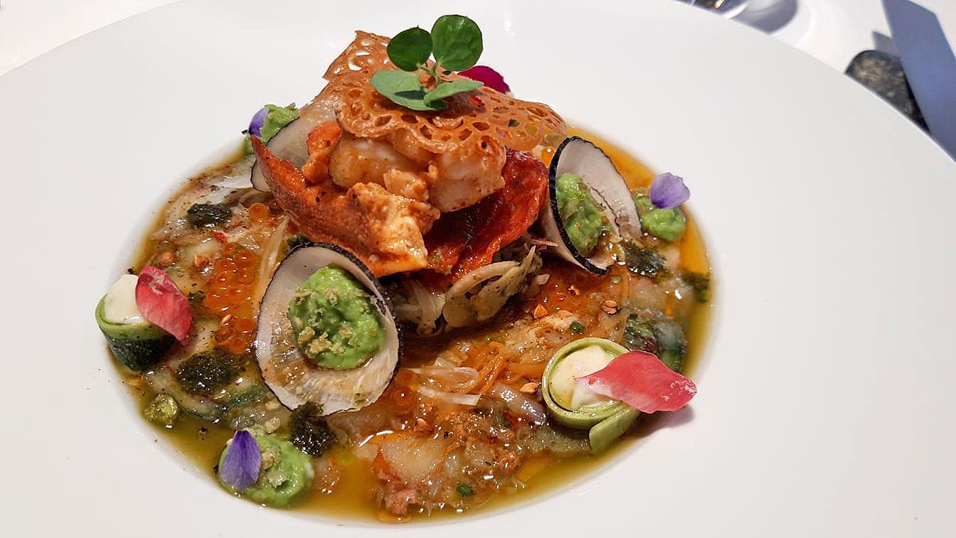 Carpaccio de homard, chou croquant/wasabi et vinaigrette au vieux cidre