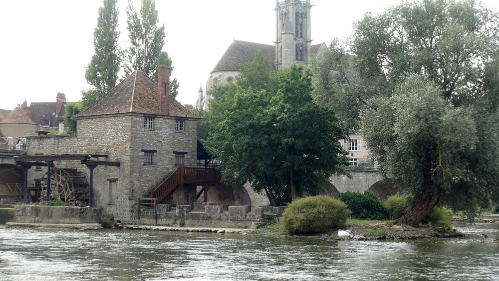 Moret-sur-Loing : le moulin ... vu du Loing