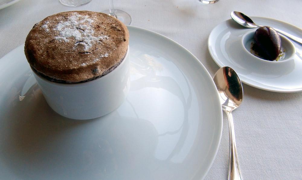 Soufflé chaud au cassis de Touraine, sorbet au cassis frais