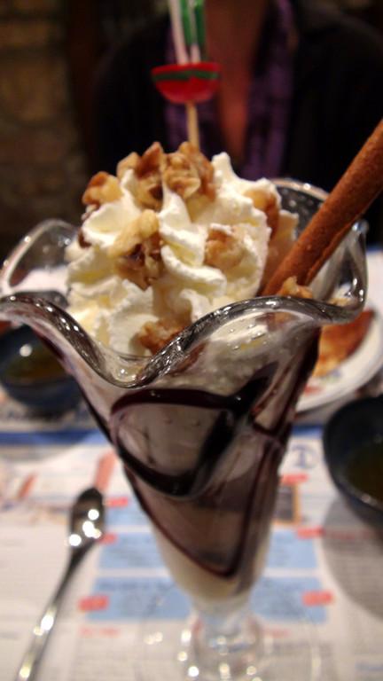 Galèse (Glace café, extrait de café, glace vanille, noix & chantilly)