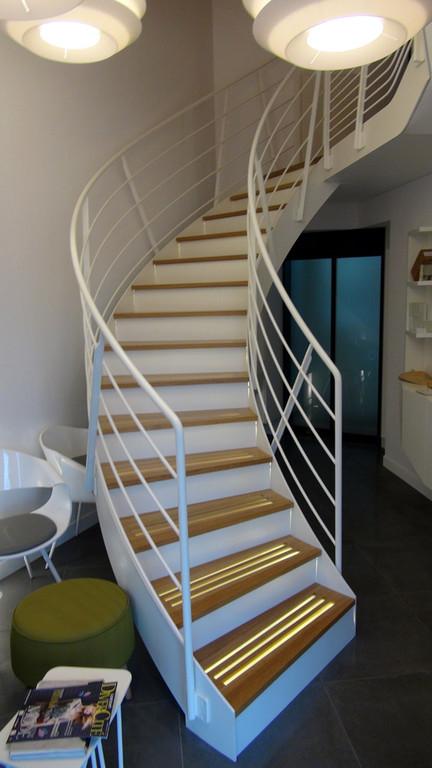 L'escalier pour atteindre la salle suspendue et la seconde salle de réception