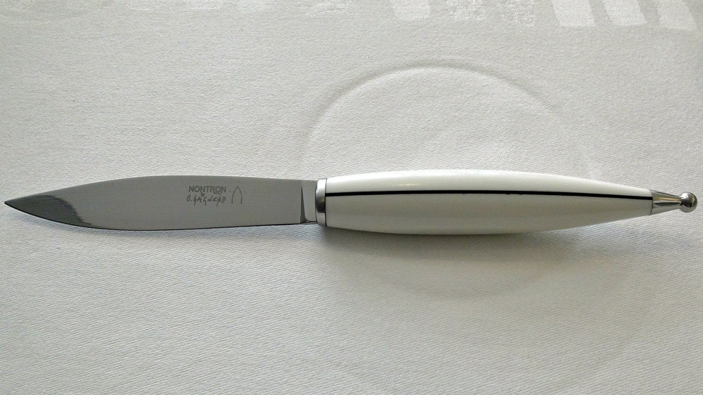 Couteau de Nontron en Corian® blanc