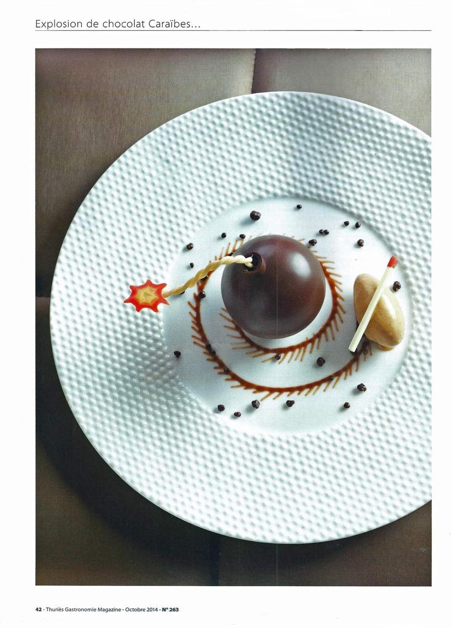 Explosion de chocolat Caraïbes, vanille de Madagascar et spéculos - Crédit photo : Thuries gastronomie magazine N° 263 d'octobre 2014