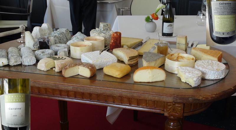 Le chariot de fromages et le Côtes du Rhône