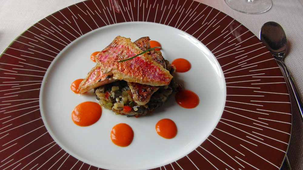 Rouget, fine ratatouille, coulis piquillos