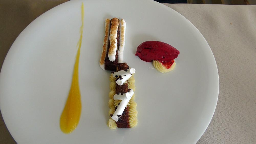 Brownies, crème citron, fève de tonka et glace passion/cassis