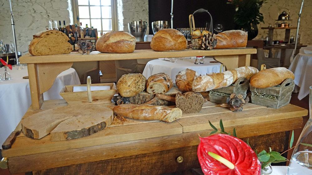 Le chariot des 12 pains prêt pour le service