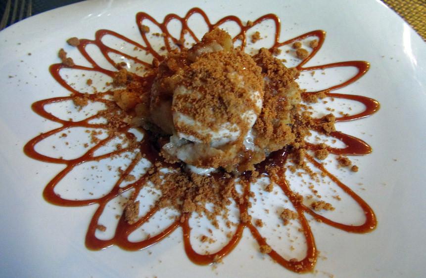 Tatin : Duo de blé noir, pommes rissolées, glace sablé breton, Ronnydou, brisures de spéculoos