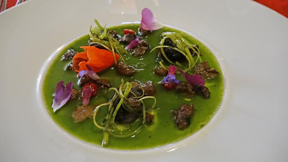 Escargots du Saint-Laurent, aillet, mousserons des prés et coulis d'orties