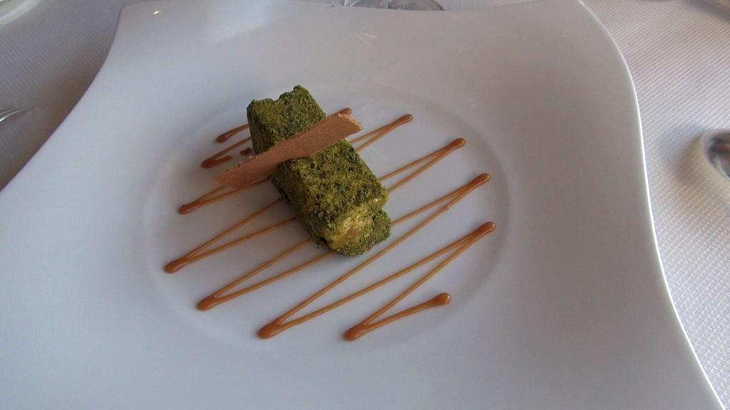 Nougat glacé aux éclats de pistache