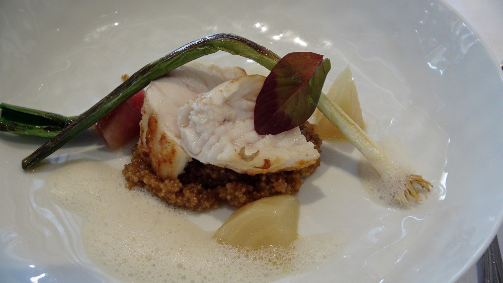 Lotte grillée, quinoa et betterave jaune