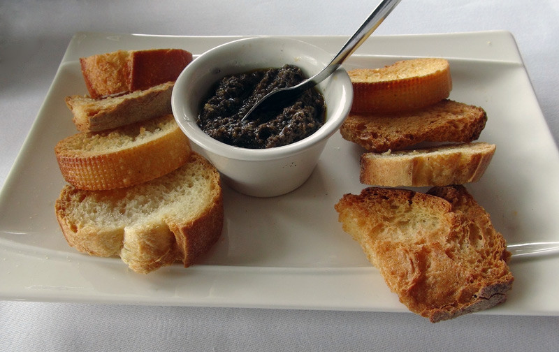Toasts et tapenade