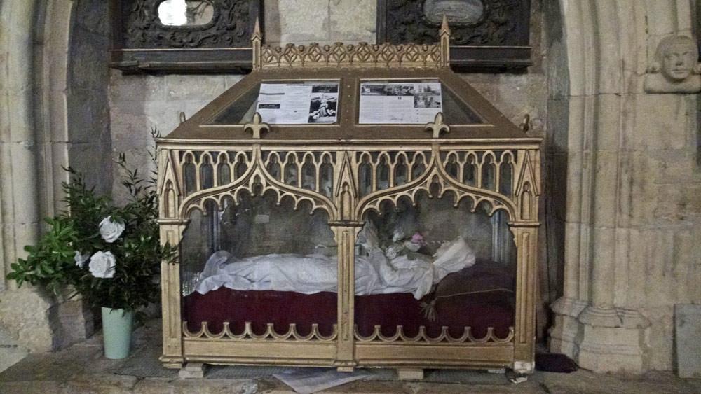 Puy l'Evêque : Eglise fortifiée Saint-Sauveur et les reliques de Sainte-Germaine