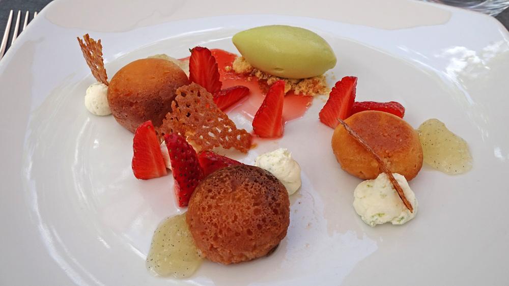 Financier Baba aux fraises de la ferme de La Jousserie, jus de fraises au pélargonium