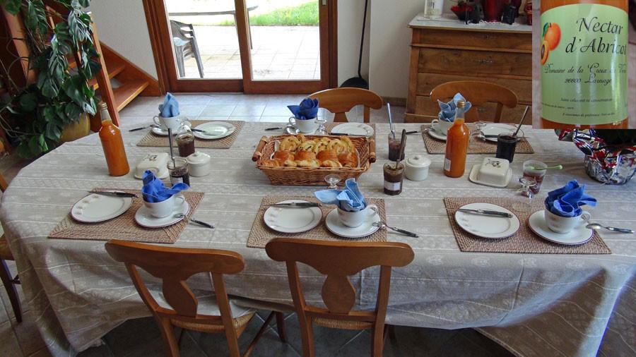 Le petit déjeuner et son nectar d'abricot maison