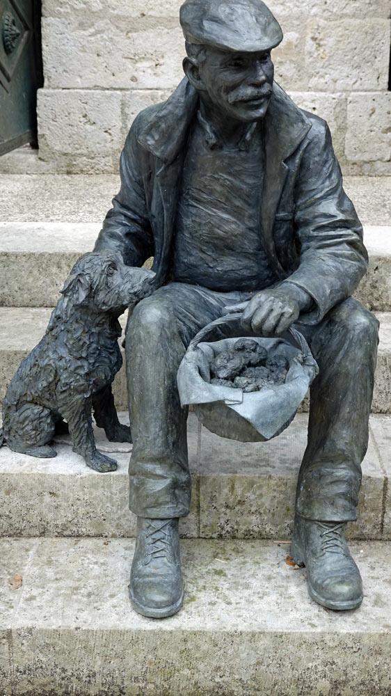 Hommage sculptural à la truffe et au caveur