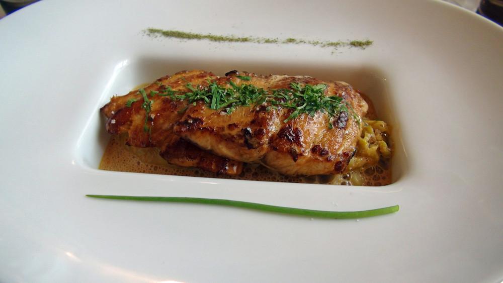 Muge de Loire (poisson sauvage) cuisiné meunière, sauce homardine & légumes étuvés
