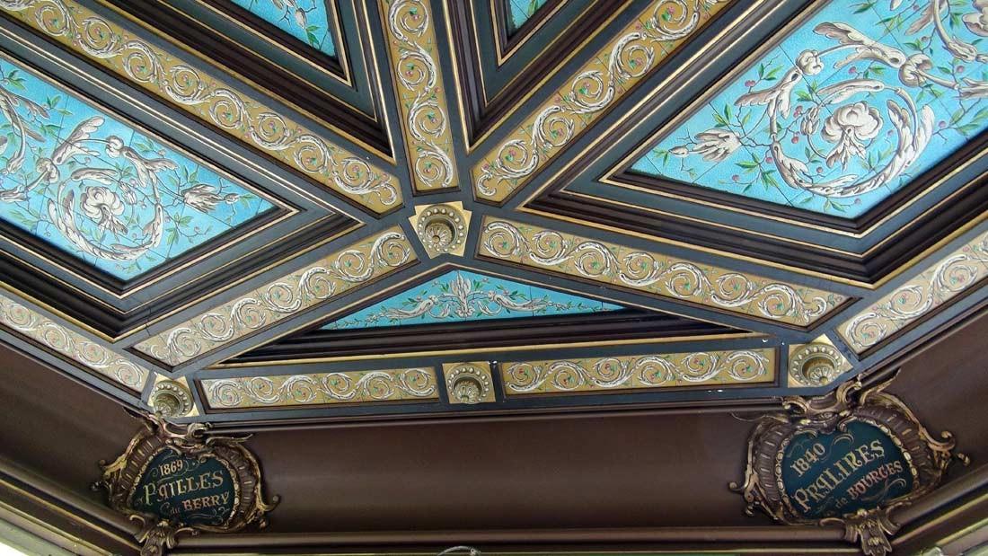 Le plafond et 2 spécialités (Pailles et Pralines)
