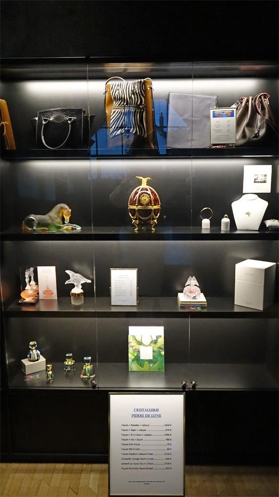 "Vitrine ""Lalique"""