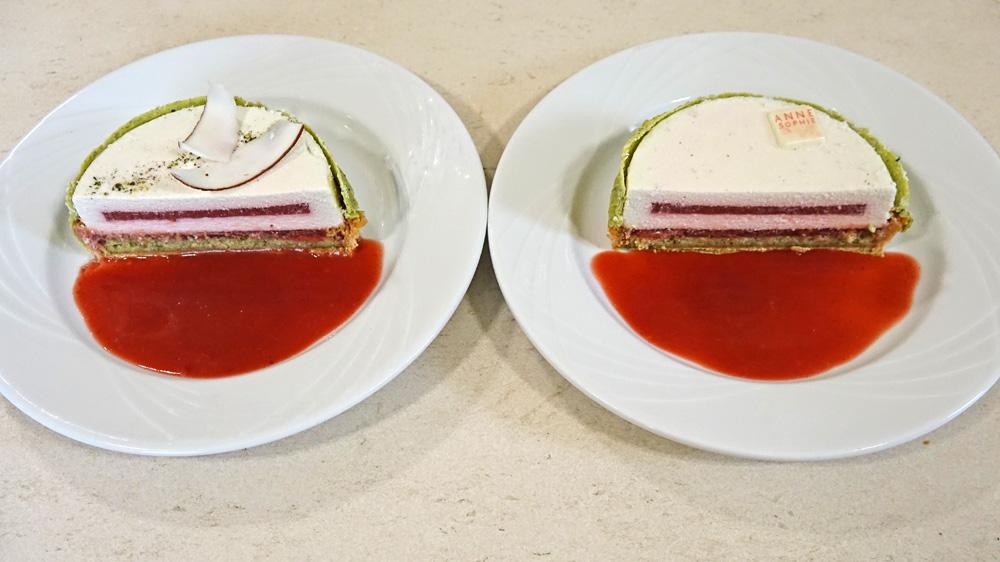 Nos deux parts de Tarte à la fraise gariguette, géranium rosat, crème légère à la noix de coco infusée au thé genmaïcha
