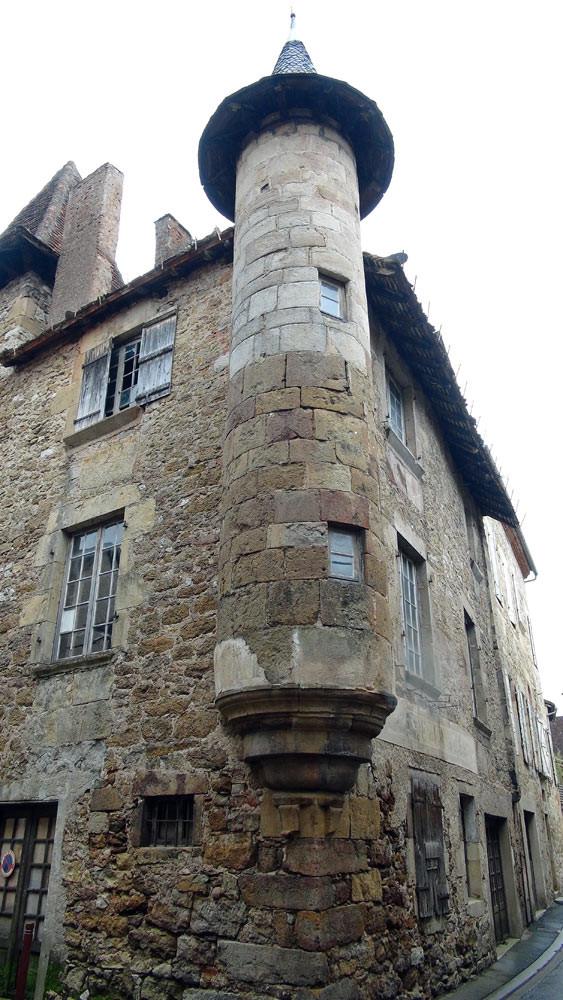 Saint-Céré : Echauguette de l'hôtel d'Ambert dans la rue de Saint-Cyr