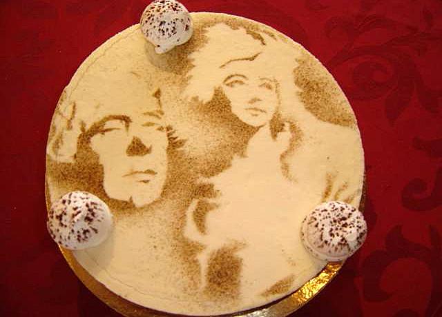 Trois chocolats (Biscuit aux amandes, mousse chocolats noir, lait et blanc) - Crédit photo site web Chichery