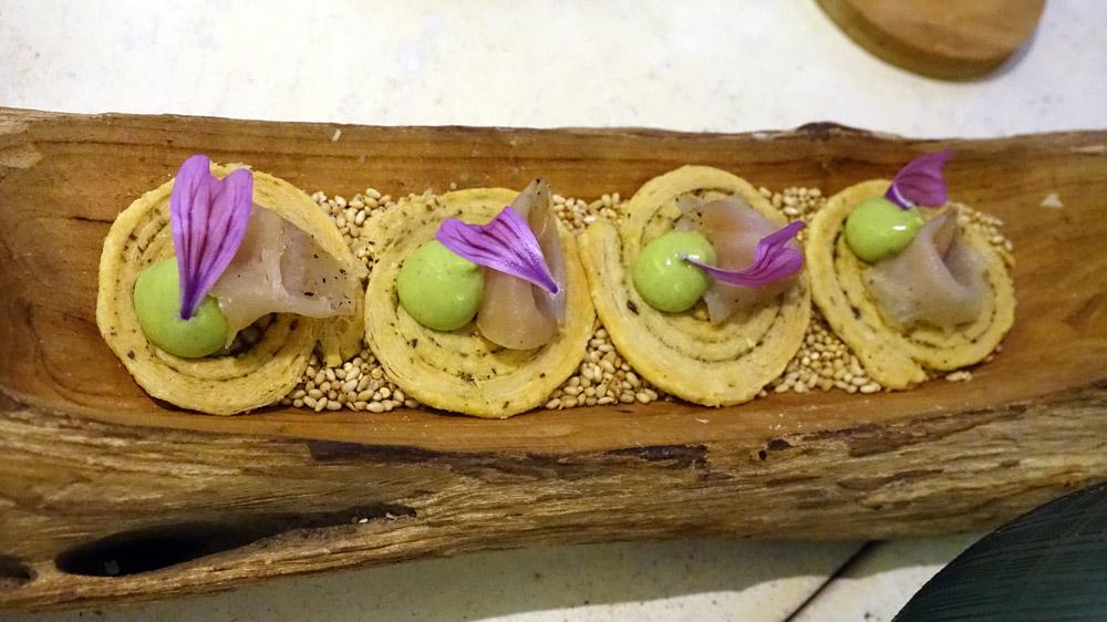 Arlette croustillante, silure de Loire fumé et crème de courgette