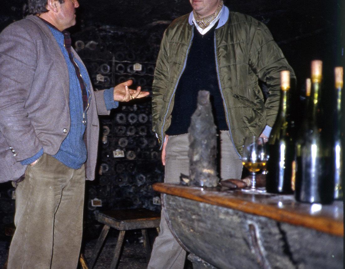 En dégustation chez Bernard Michelot (à gauche), avec Dominique Boisgard (23 février 1983)