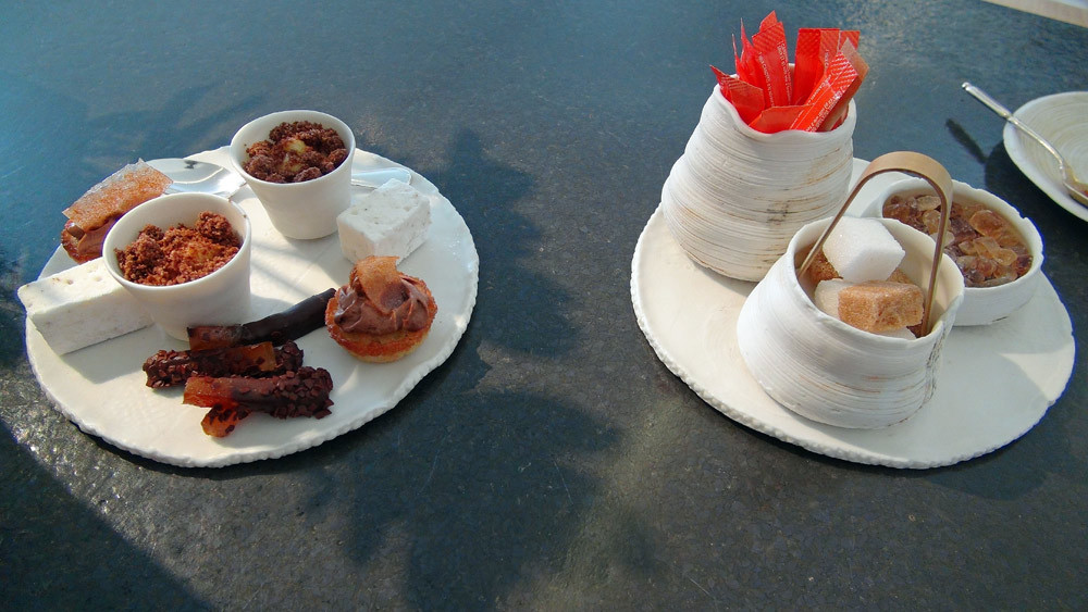 Mignardises : Orangette au chocolat, Financier, crème au chocolat - Fruit de la passion, crumble au chocolat - Guimauve fève de tonka